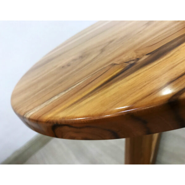 Mesita de diseño - hecha de madera teka