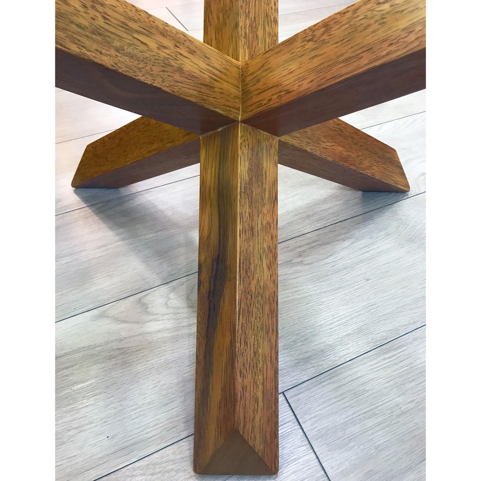 Mesita de madera zeike - Detalle diseño patas