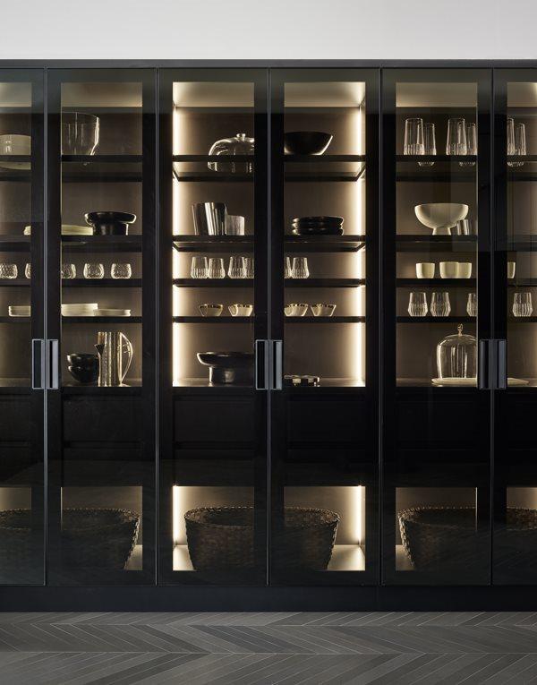 Mueble puertas de cristal con iluminación interior